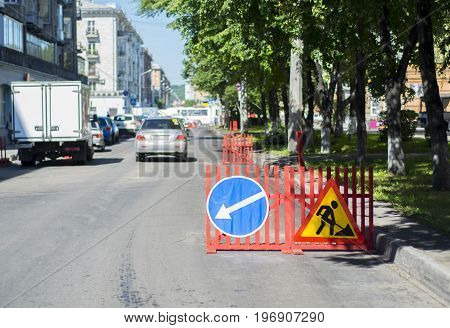 detour, the repair of the road on a narrow street