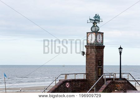 Wangerooge, Germany.  05Th July 2017:  View Of The Famous Tide Watch On The Seawall Promenade Of Wan