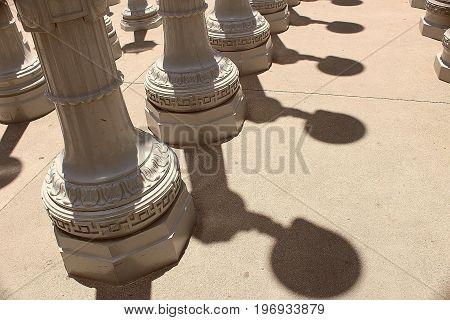 Sombras de farolas en los Angeles, CA.