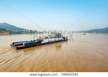 China 's upper reaches of the Yangtze River barge and container.