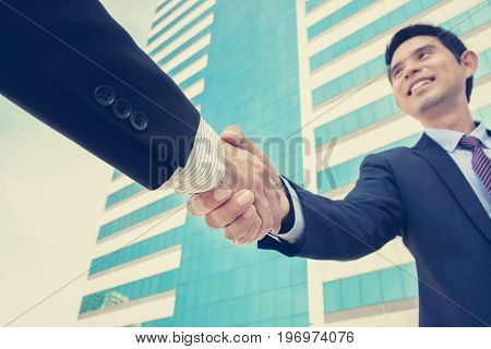 Handshake of businessmen greetingdealing & partnership concepts - vintage tone