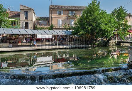 View On Picturesque Provence Town -  L'isle-sur-la-sorgue, Provence, France