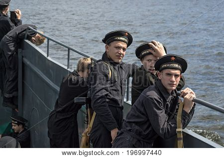 Historical festival of the Second World war in Samara in honor of Navy Day, July 26, 2015. Portrait of a group of Yung on Board the landing ship on the Volga.