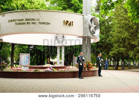 Slavyansk-on-kuban, Russia - May 9, 2018: Guard Festive Duty Near The Monument To The Soldiers Of Th