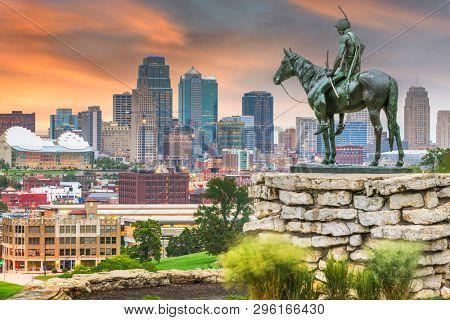 KANSAS CITY, MISSOURI - AUGUST 29, 2018: Kansas City's downtown skyline and park at dawn.