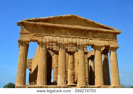 Valley Of The Temples, The Temple Of Concordia, Ancient Greek Temple, Agrigento