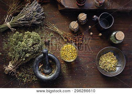Herbal Medicine Chamomile, Lavender, Horsetail, Nettle, Herbs In Traditional Medicine, Home Medicine