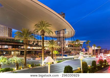 Las Vegas - May 29, 2015: Fashion Show Mall In Las Vegas At Dusk. One Of The Largest Enclosed Malls