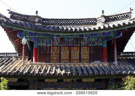 Shigu, Yunnan, China - November, 2018. A Building In The Village Of Shigu, Yunnan, China
