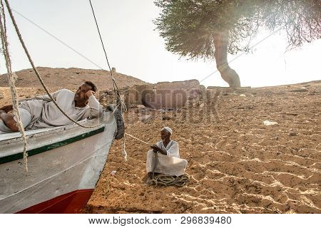 Aswan Egypt 21.05.18 Local People Waiting For Customers During Sunset Sand Dunes Coastline Nile Rive