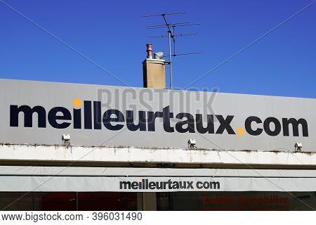 Bordeaux , Aquitaine / France - 11 11 2020 : Meilleurtaux.com Sign And Text Logo Meilleur Taux .com