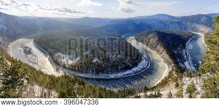 The Manskaya Loop Is A Winding River In Snowy Siberia. Beautiful View From The Mountain To The Conif