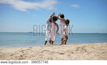 Ethnicity Happy Family Africans Enjoy Playing On The Beach Summer Vacation Time Happiness Group Peop