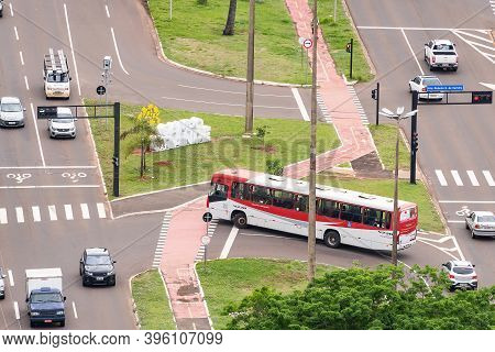 Campo Grande - Ms, Brazil - November 12, 2020: Traffic Of Cars And Public Transport At The Afonso Pe