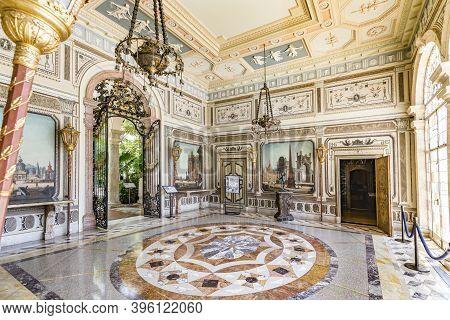Miami, Usa - August 24, 2014: Visiting The Villa Vizcaya In Miami. Vizcaya Museum And Gardens Is A 1