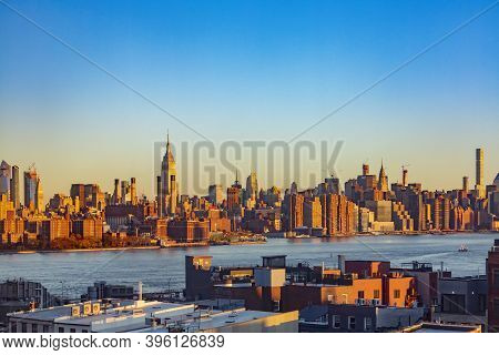 New York, Usa - November 11, 2018: Skyline Of New York With Empire State Building Seen From Brooklyn