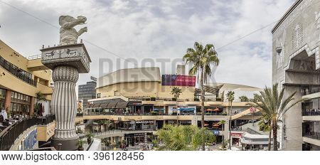 Los Angeles, Usa - Mar 5, 2019: Hollywood And Highland Complex With Shops And Restaurants And Famous