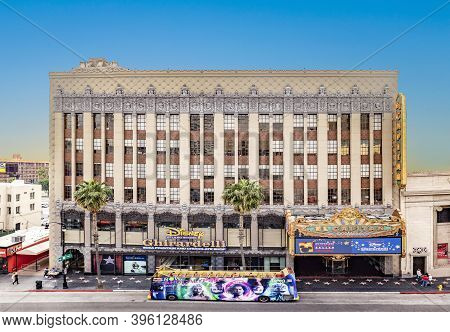 Los Angeles, Usa - Mar 5, 2019: Hollywood And Facade Of Famous Cinema El Capitan And Chirardelli Dis