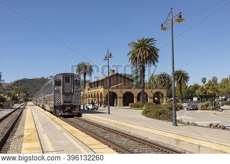 Santa Barbara, Usa - Mar 16, 2019: The Pacific Surfliner Train Enters The Station At Santa Barbara.