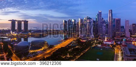 SINGAPORE - APRIL 16: Singapore city skyline and Marina Bay on April 16, 2016 in Singapore.