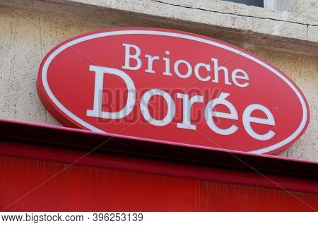 Bordeaux , Aquitaine / France - 11 11 2020 : Brioche Doree Logo And Text Sign Shop Front Of Industri