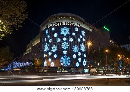 BARCELONA - NOVEMBER 24: El Corte Ingles shopping mall at night,  with traffic lights, on November 24, 2012 in Barcelona, Spain