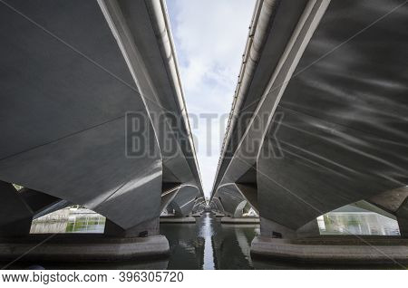 Singapore- 20 Nov, 2020: The Pillars Under The Esplanade Bridge In Singapore. Esplanade Bridge Is A
