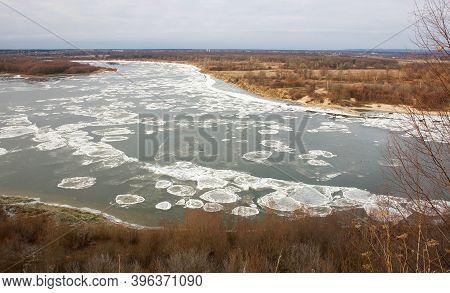 Autumn Drift Of Ice On The Oka River In The City Of Pavlovo In Nizhny Novgorod Region