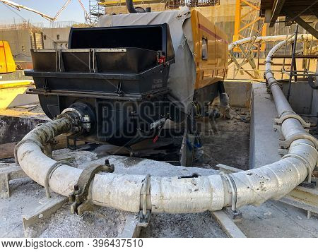 Concrete Pump With Pipeline.concrete Pumping, Distributing And Placing Equipment
