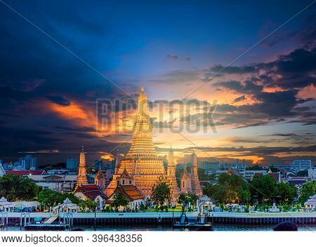 Wat Arun Temple At Sunset In Bangkok Thailand. Wat Arun Is A Buddhist Temple In Bangkok Yai District