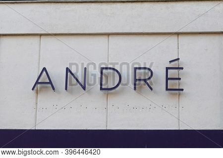 Bordeaux , Aquitaine / France - 11 21 2020 : Andre Text And Logo Sign Front Of Shoes Store Footwear