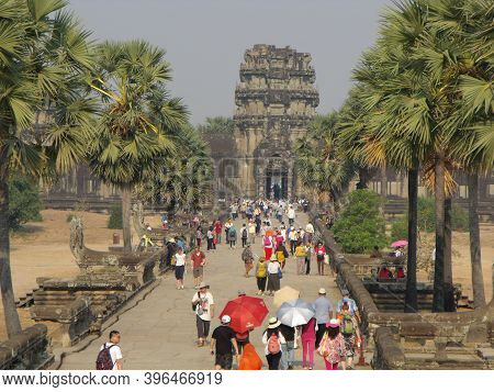 Siem Reap, Cambodia, April 6, 2016: Numerous Visitors At The Entrance To The Angkor Wat Temple In Th