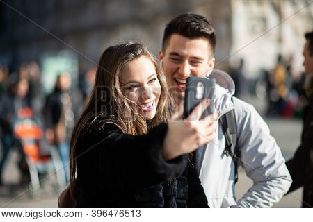 Couple of turists taking a selfie in an European city