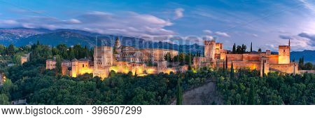 Palace And Fortress Complex Alhambra With Comares Tower, Palacios Nazaries And Palace Of Charles V D