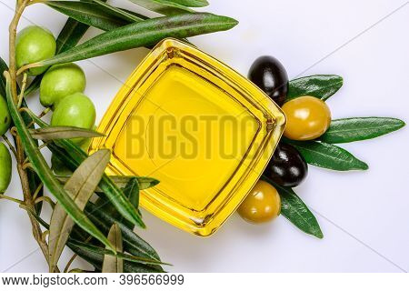 Olive Oil. Greek Olive Oil In Square Glass Transparent Bowl With Fresh And Marinated Olives And Leav