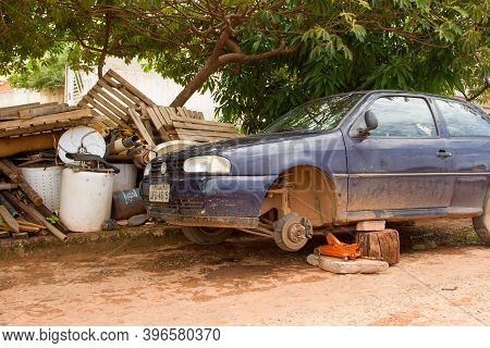 Planaltina, Goias, Brazil, November 7, 2020: A Junk Car And Other Scraps Piled On The Side Of The Ro
