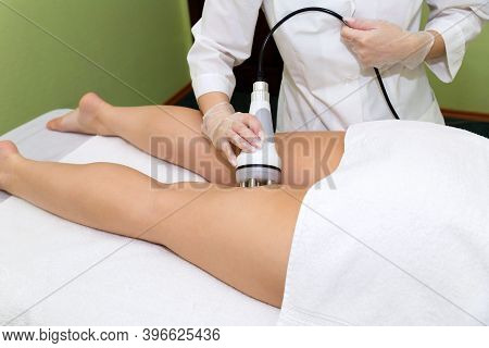 The Spa Beautician Holds The Rf-lifting Maniple In His Hand And Performs The Procedure For Problem A