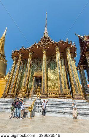 Bangkok, Thailand - December 7, 2019: Visitors Of The Grand Palace Discover The Phra Siratana Chedi