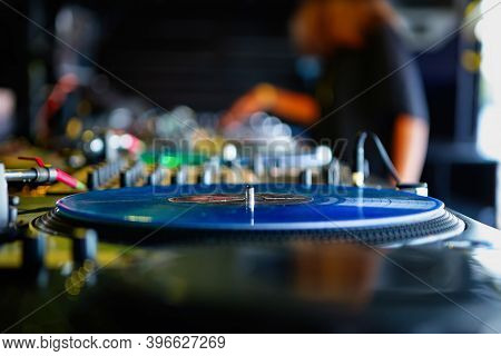 Retro Analog Dj Turn Table With Vinyl Record Disc.professional Disc Jockey Setup For Playing Popular