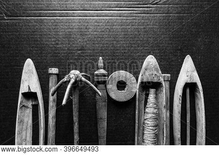Old Wooden Shuttle - Antique Shuttle Weaving Tool,  Boat Shuttle For Hand Weaving