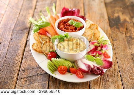 vegetables and dips- hummus and raw vegetable-healthy eating