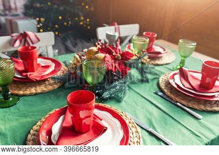 Beautiful Festive Holiday Xmas Family Table Setting Served For 4 Persons With Light, Christmas Tree