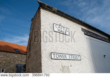 Richmond, North Yorkshire, Uk - March 23, 2020: Old Fashioned Street Signs On A White Building With
