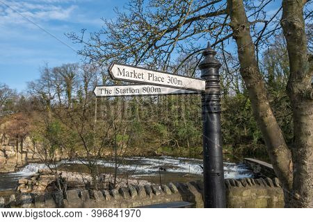 Richmond, North Yorkshire, Uk - March 23, 2020: An Old Fashioned Street Sign Next To The River Swale
