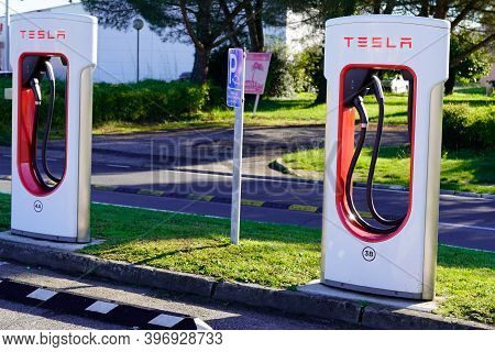 Bordeaux , Aquitaine  France - 11 21 2020 : Tesla Logo And Text Sign On Supercharger Car Line Of Sta