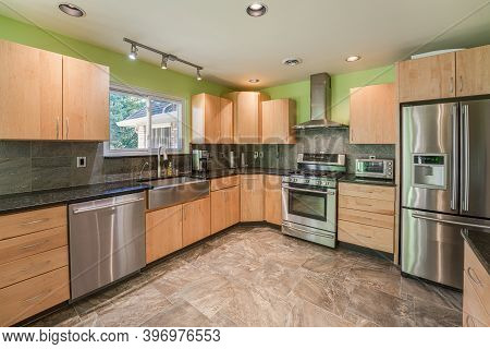 Troy, Michigan  Usa - October 20- 2020: New Kitchen Cabinets Have Been Installed And Kitchen Has Bee