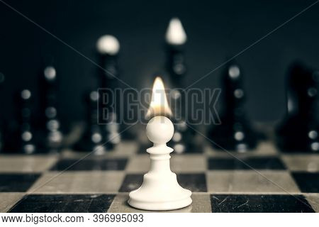 Single Pawn With Flame Tongue On Head Against Many Enemies