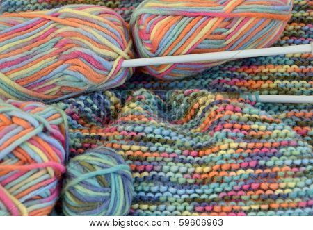 Wool with balls and needles