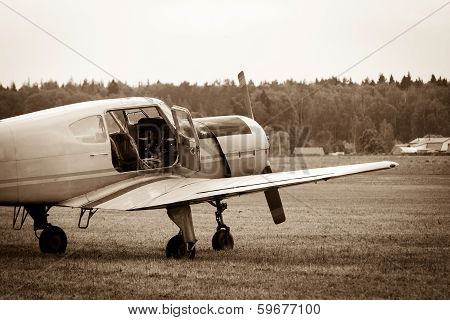 piston training aircraft on the ground