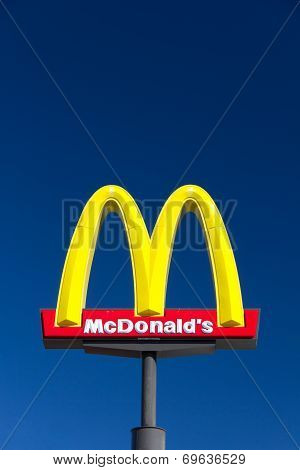 Large Mcdonald's Sign
